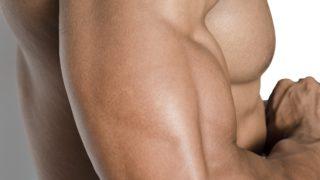 綱引き競技の肝は、専用シューズと腰ベルト
