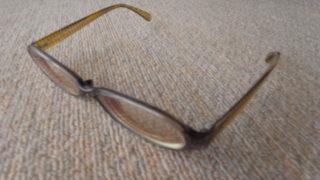 ジンズメガネでパソコンのブルーライトを防いで疲れ目解消