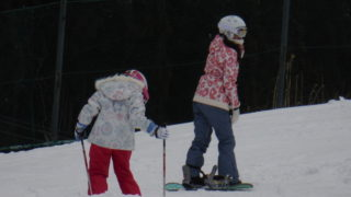 スキーとスノーボード 初心者や子供におすすめなのはどっち?