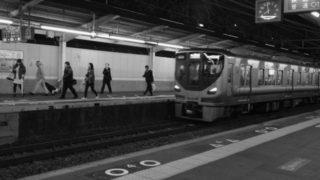 電車の駅のホーム突き落とし殺人未遂事件について